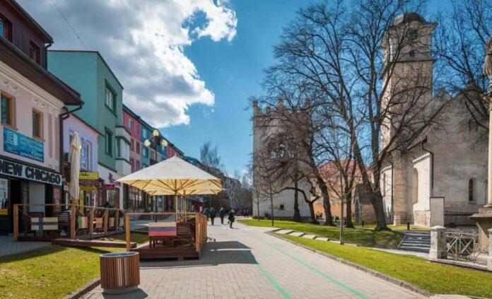 mesto poprad s cyklistickým chodníkom